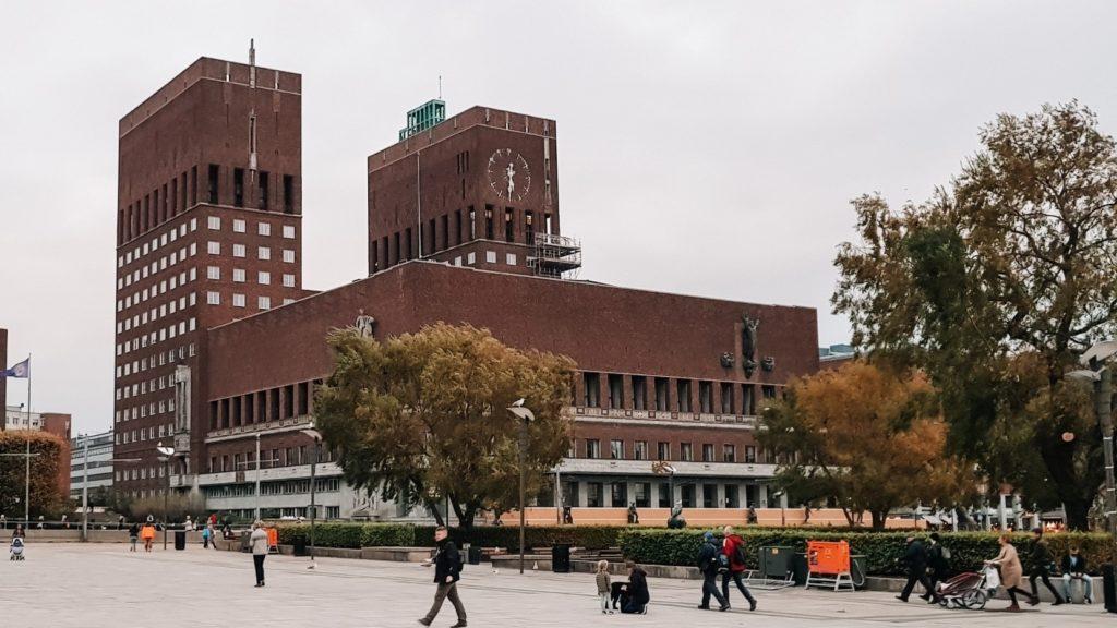 Widok na budynek, gdzie rozdawane sa pokojowe nagrody Nobla w Oslo.