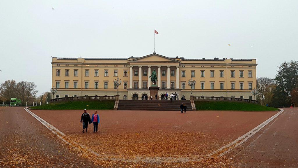 Budynek pałacu królewskiego w Oslo.