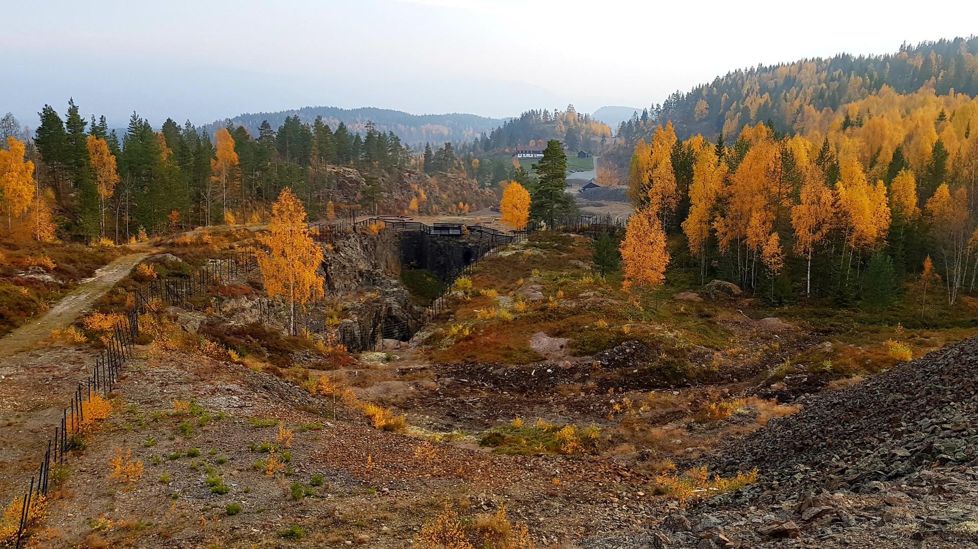 Stara kopalnia kobaltu niedaleko Oslo w jesiennych kolorach.