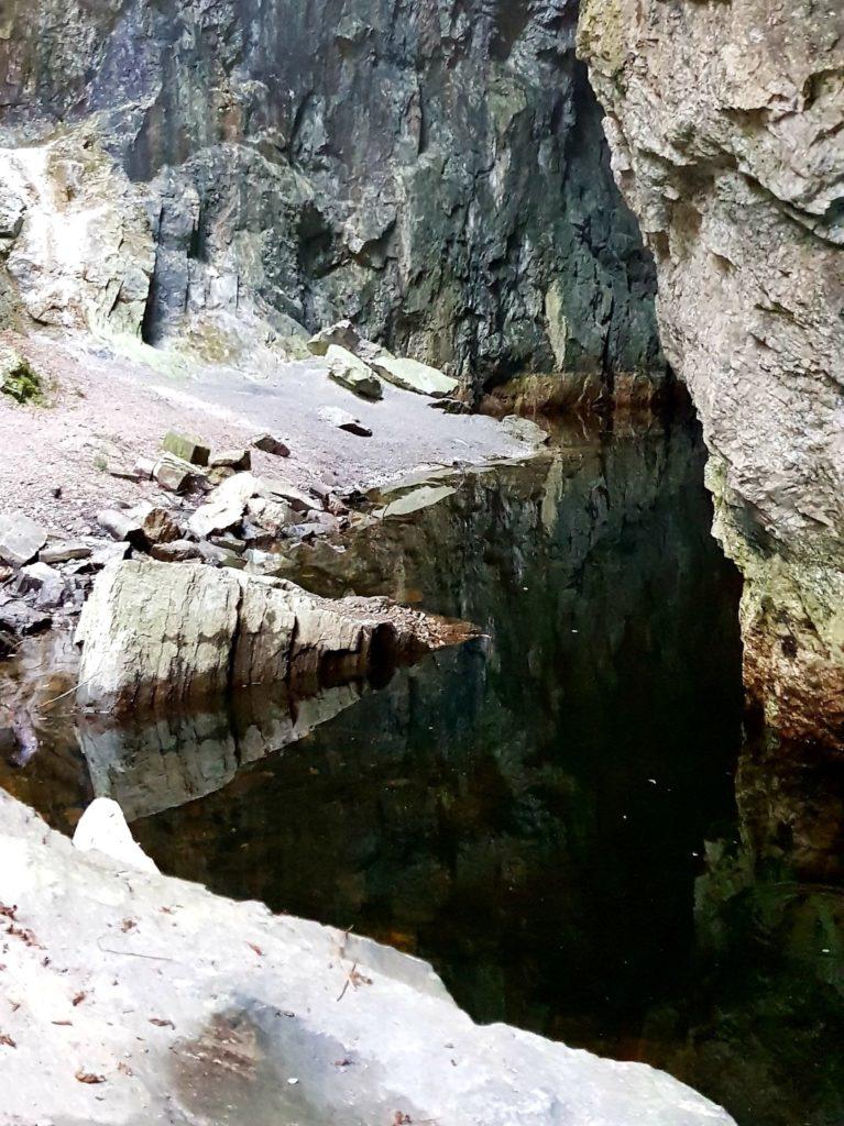 Wnętrze opuszczonej kopalni niedaleko Oslo.
