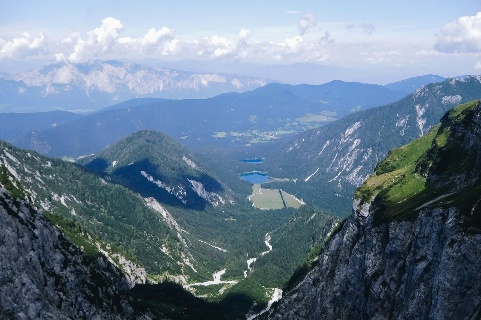 Widok na Alpy Julijskie z przełęczy pod Mangartem.