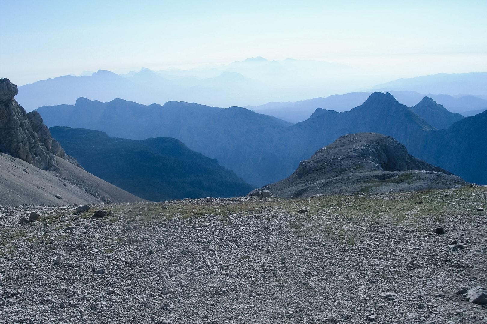 Widok na Alpy Julijskie ze szlaku na Triglav.