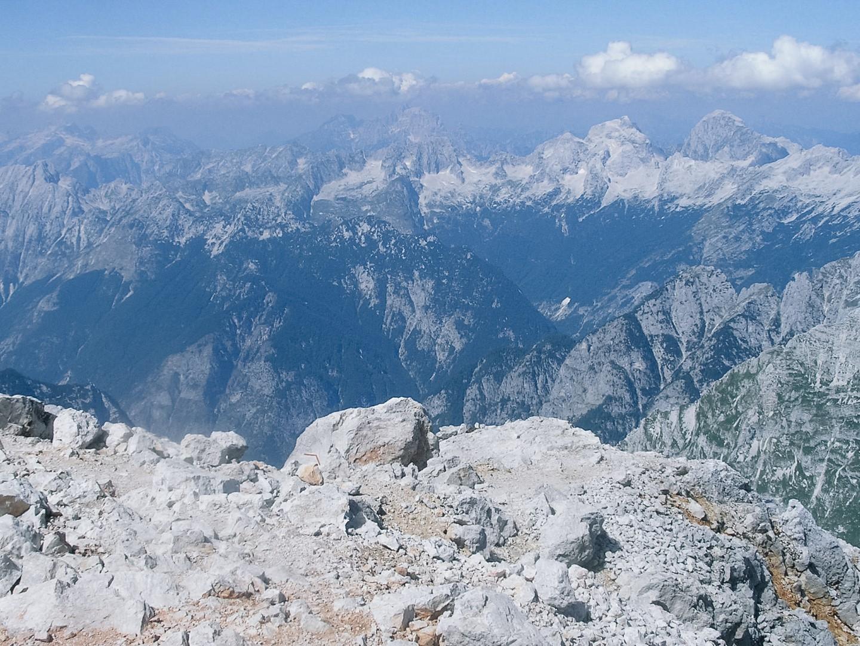 Widok na Alpy Julijskie ze szczytu Triglava.