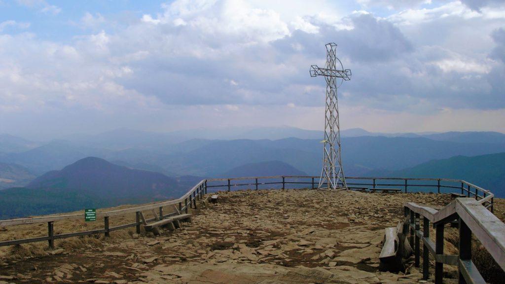 Krzyż na szczycie Tarnicy, Bieszczady.