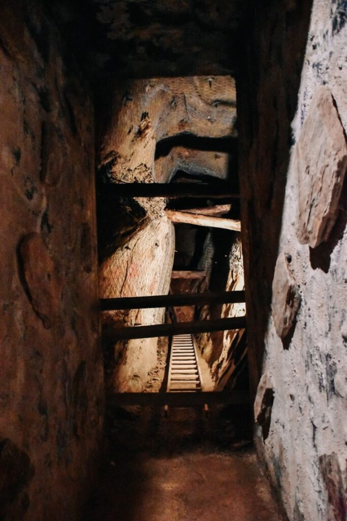 Stary tunel kopalni.