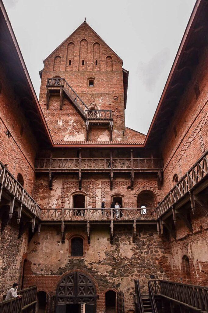 Wieża zamku w Trokach.