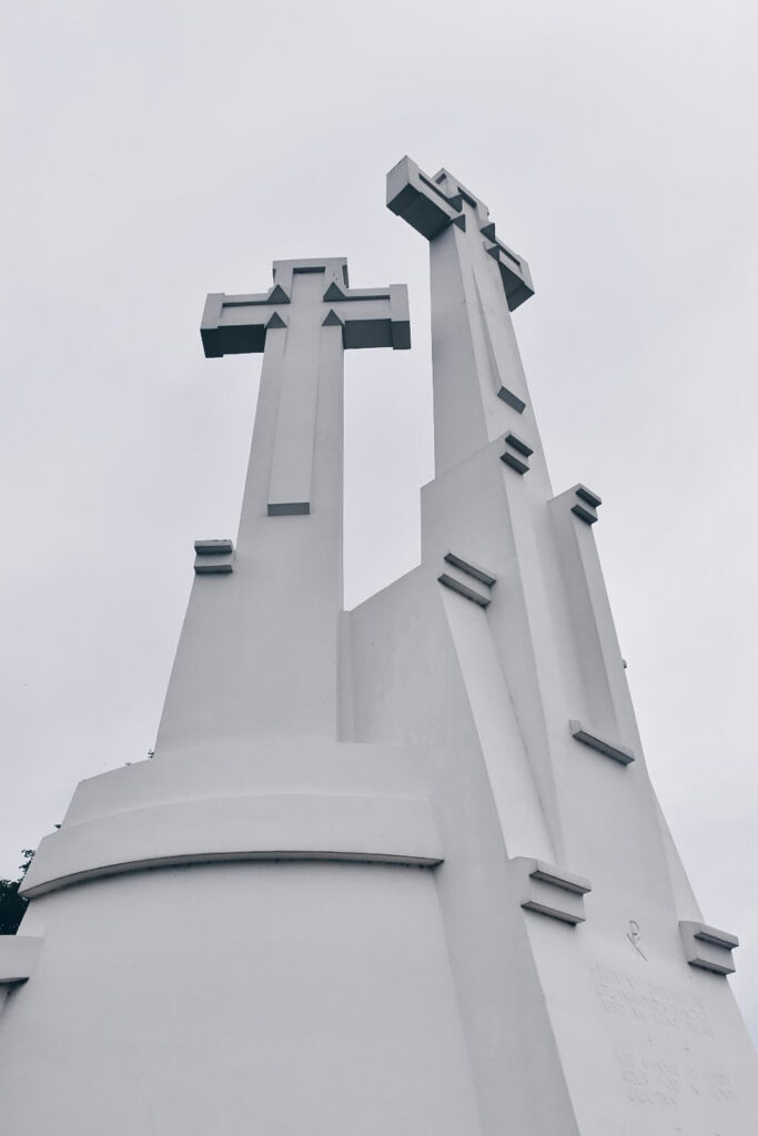 Pomnik na górze Trzykrzyskiej w Wilnie.