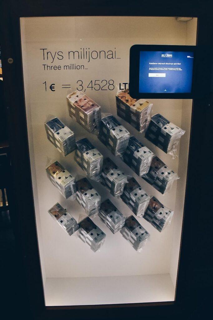 Trzy miliny Litów w Muzeum Pieniądza.