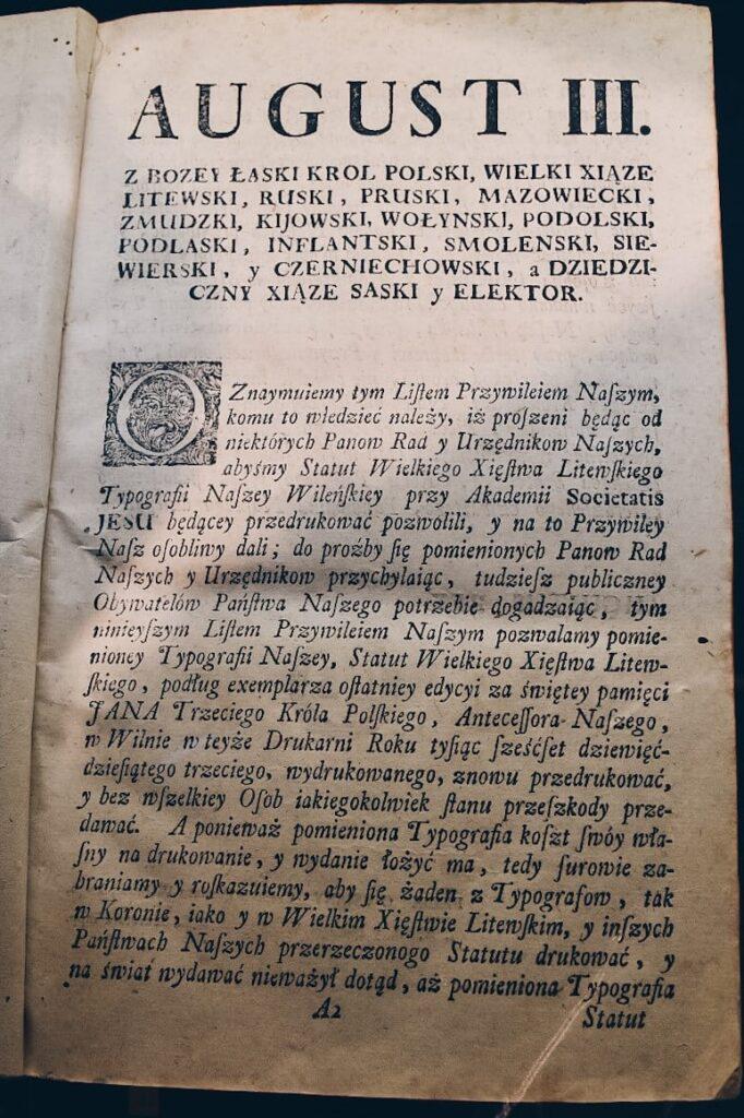 Dawna księga w Muzeum Pieniądza w Wilnie.