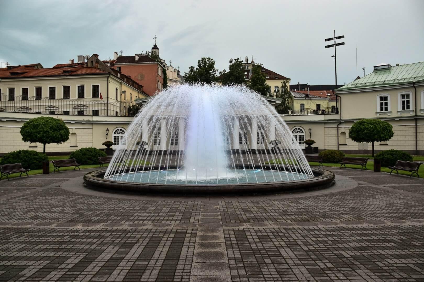 Fontanna na Dziedzińcu Pałacu Prezydenckiego w Wilnie.