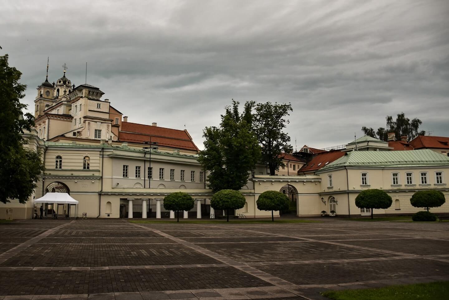 Dziedziniec Pałacu Prezydenckiego w Wilnie.