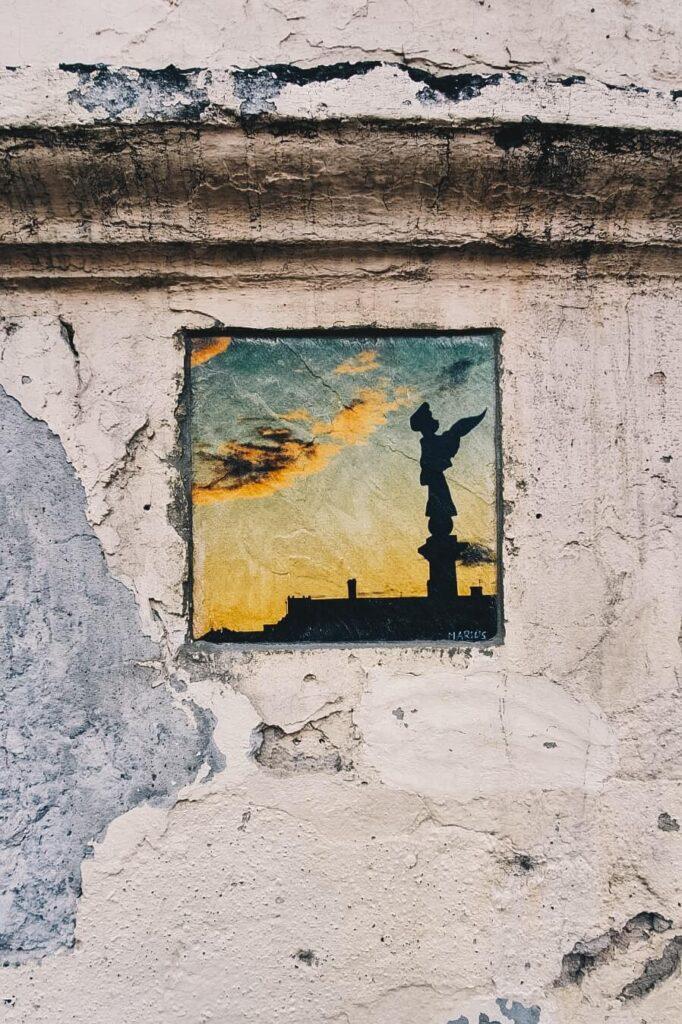Obraz namalowany na ścianie budynku w dzielnicy Zarzecze, Wilno.