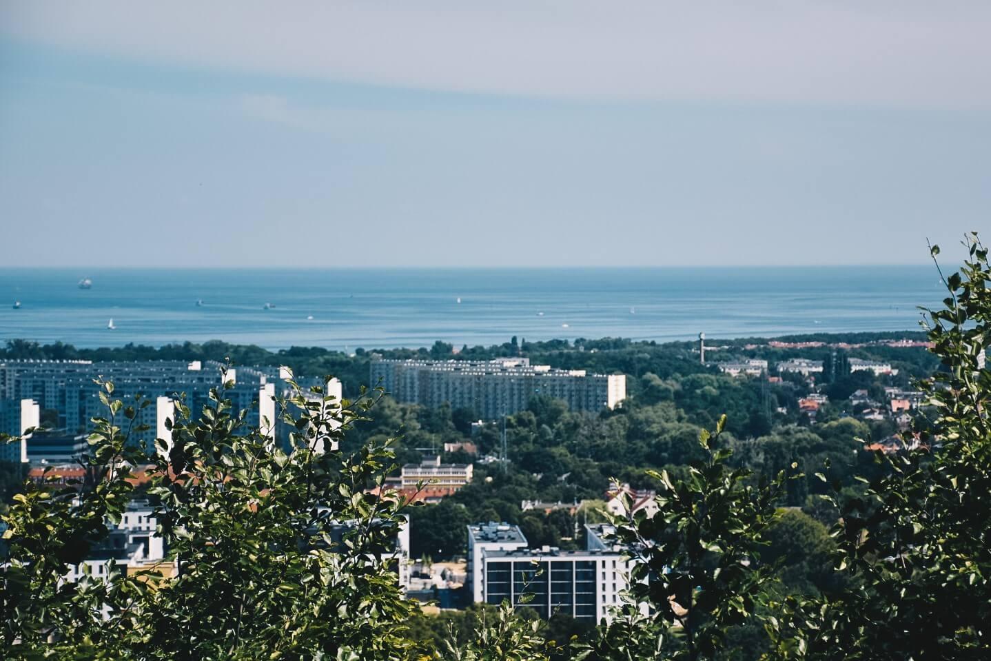 Zatoka Gdańska widziana z wieży widokowej na wzgórzu Pachołek.