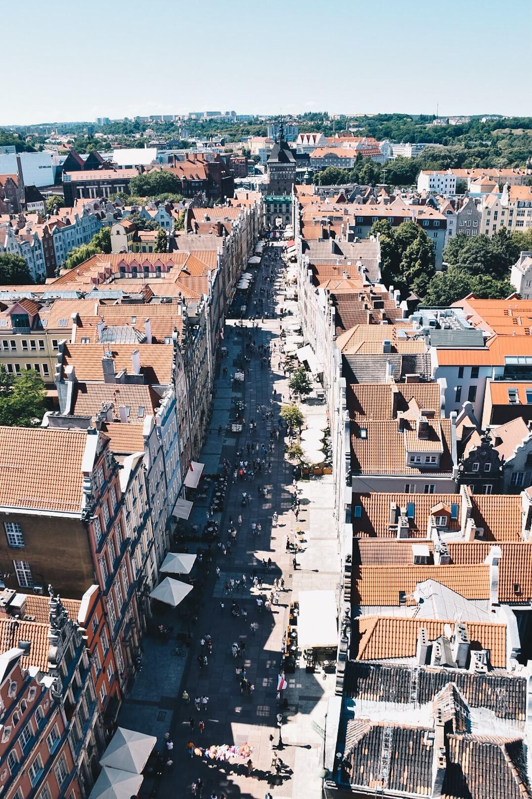 Gdańsk ulica Długa widziana z wieży widokowej Ratusza.