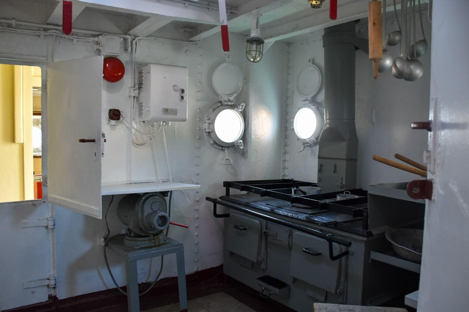 Wnętrze zabytkowego statku Sołdek.