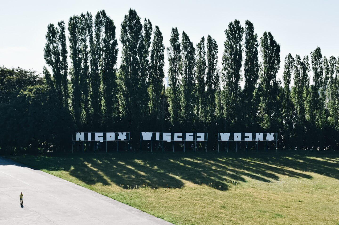 Pomnik Nigdy Więcej Wojny na westerplatte.
