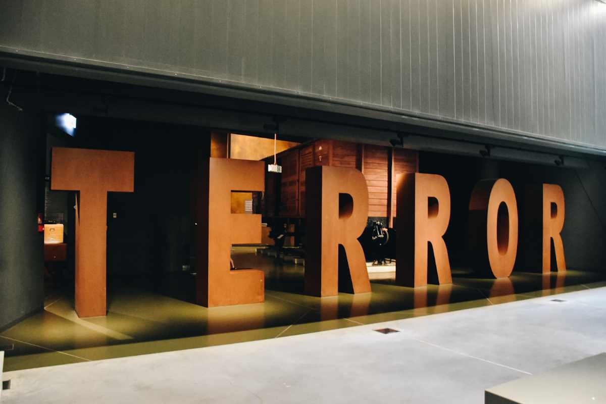 Napis TERROR w Muzeum II Wojny Światowej.