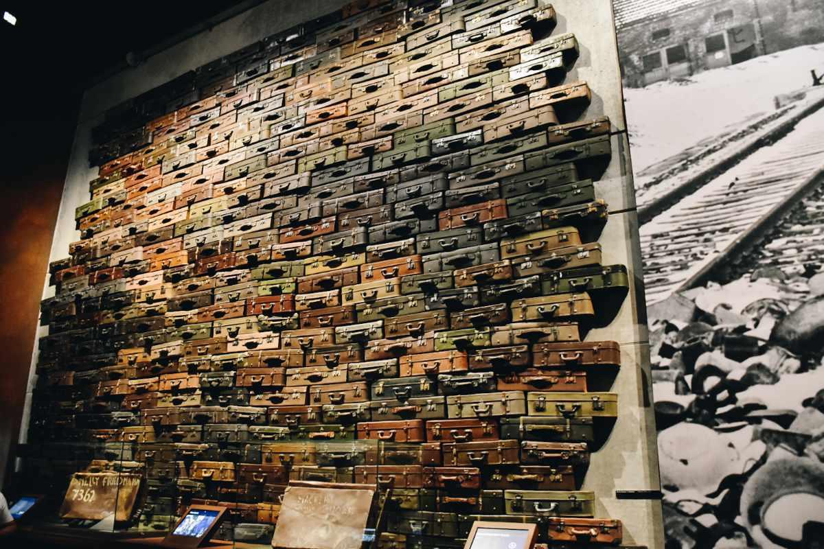 Walizki ofiar w Muzeum II Wojny Światowej.