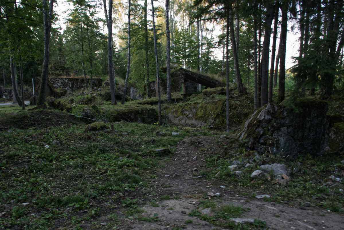 Zniszczony bunkier w Wilczym Szańcu.