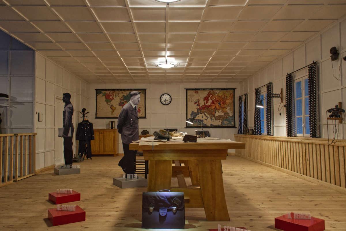 Wilczy Szaniec, rekonstrukcja sali, wktórej była próba zamachu na Hitlera.