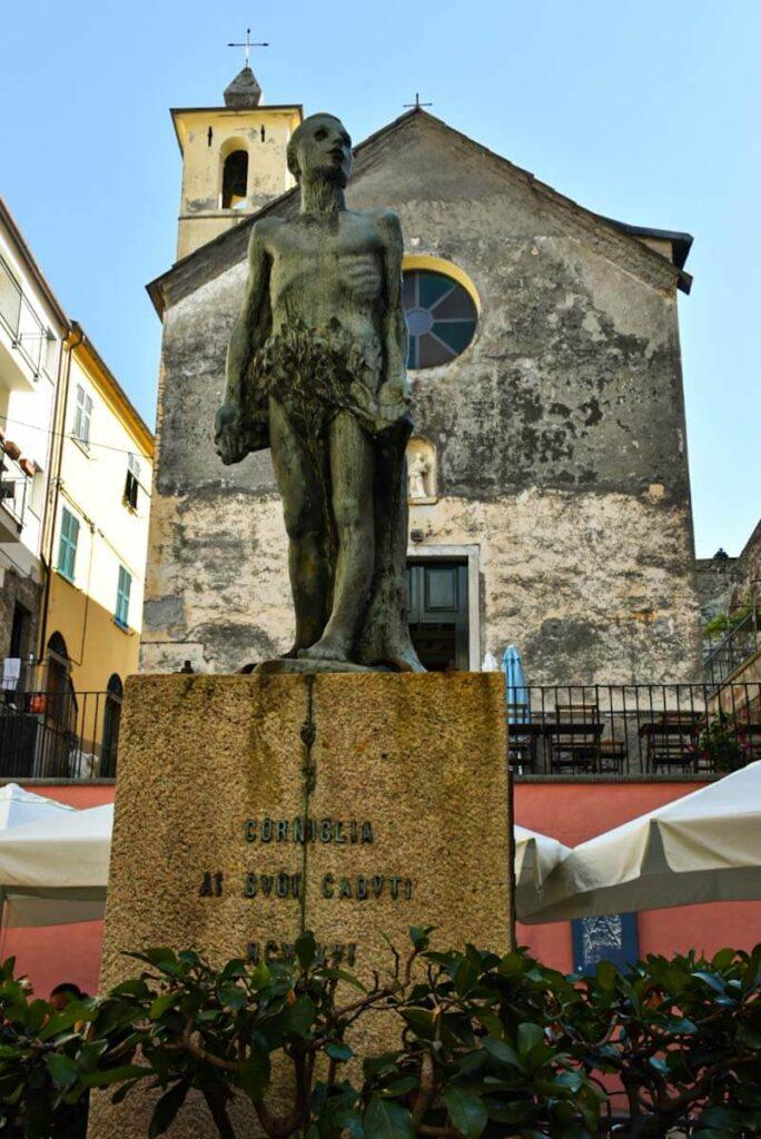 Pomnik w miasteczku Corniglia.
