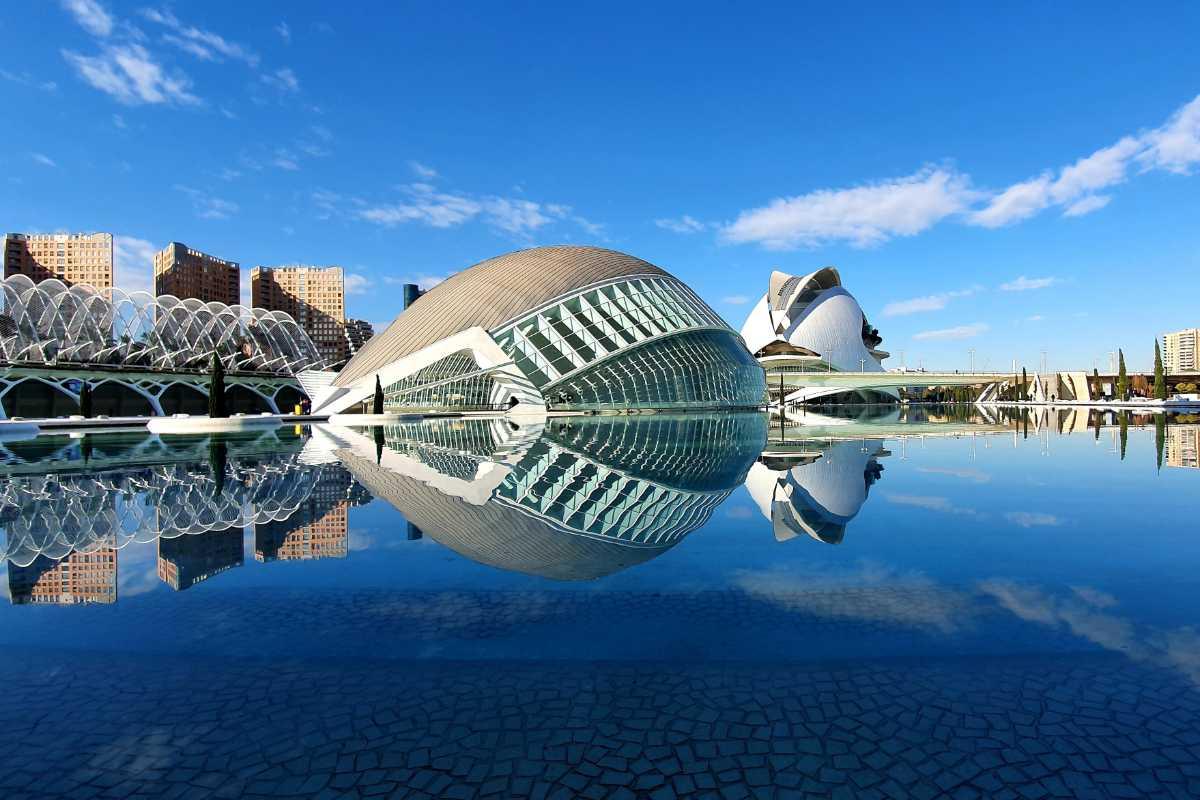 Ciudad de las artes y ciencias w Walencji.