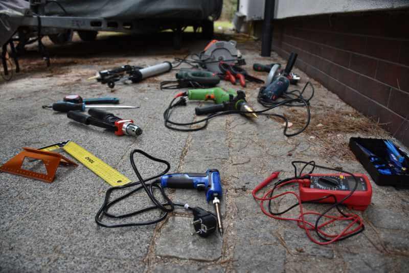 Zestaw narzędzi do kampera.