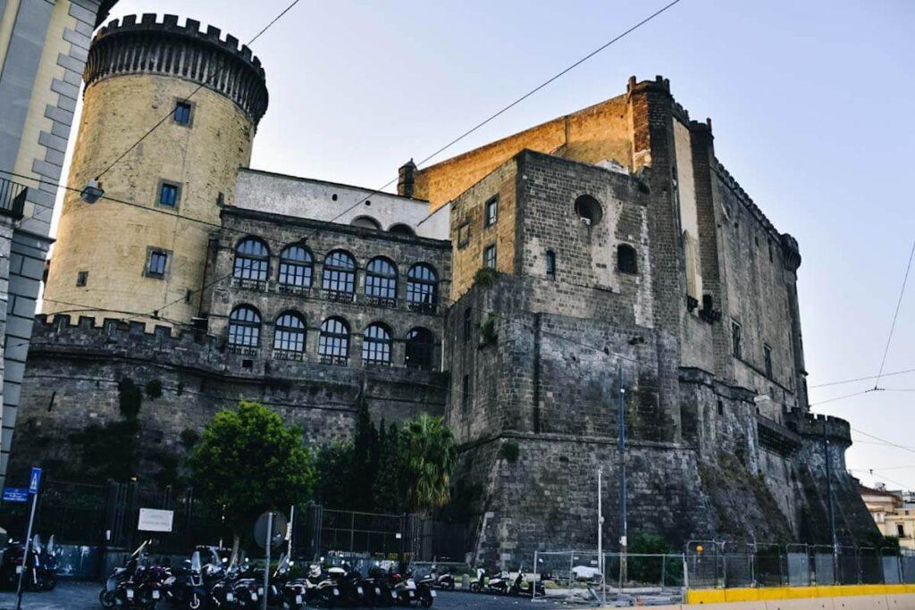 Zamek w Neapolu.