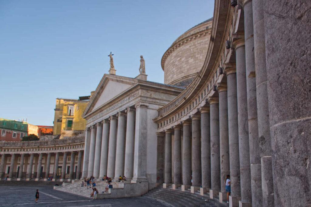 Kościół na Piazza dell Plebiscito.