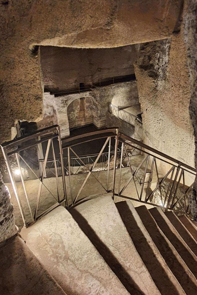 Podziemne tunele w Neapolu.