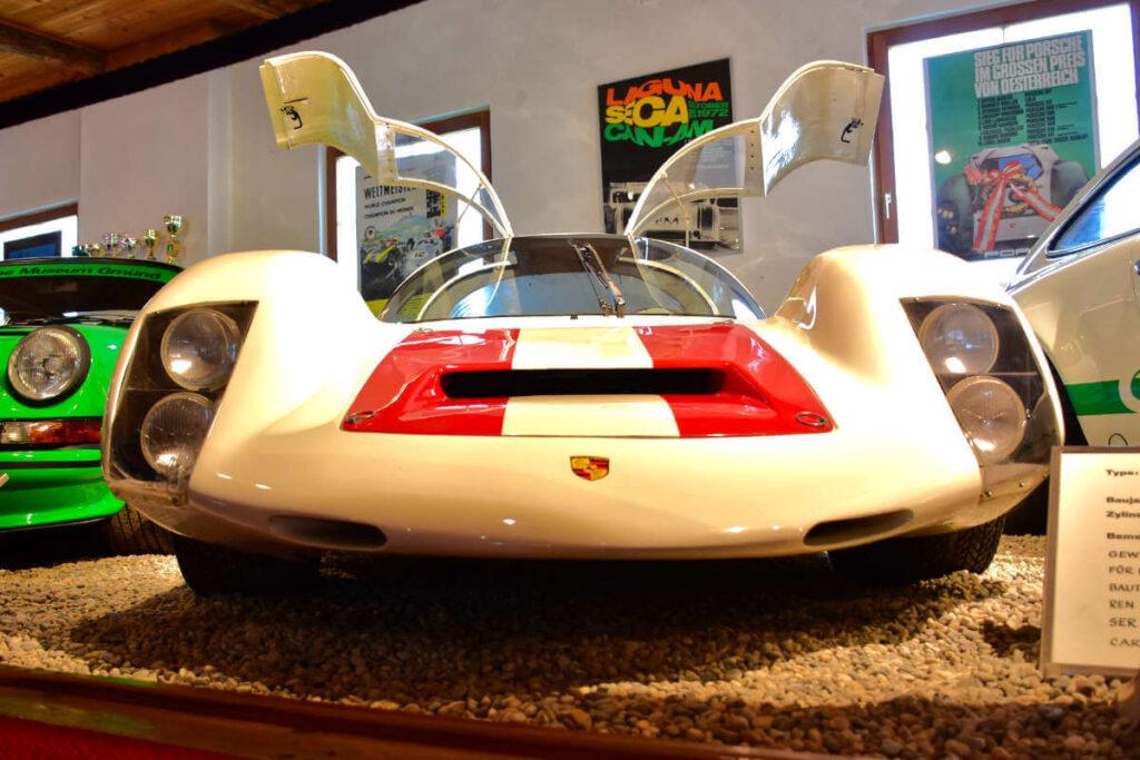 Porsche w muzeum.