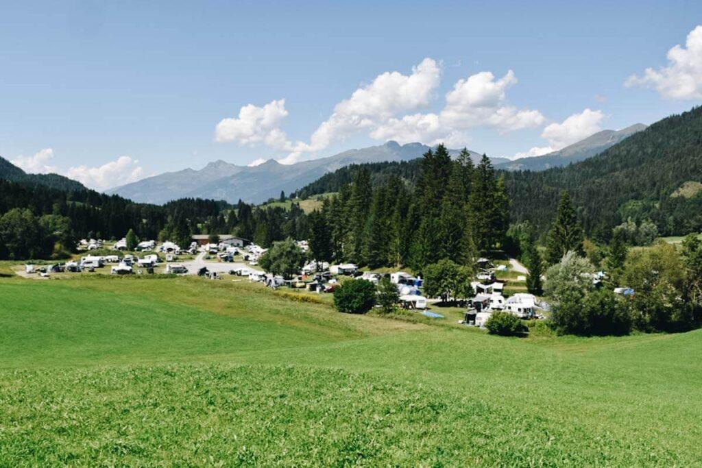 Kemping nad jeziorem Weissensee.